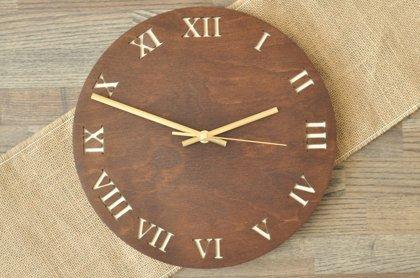 koka sienas pulkstenis - romiešu cipari (valrieksts)