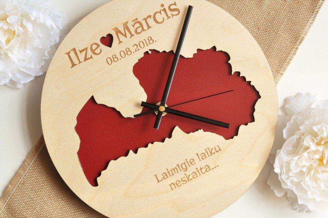 koka sienas pulkstenis - Latvija