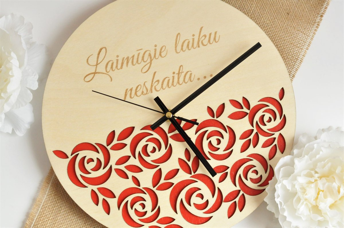 koka sienas pulkstenis - rozes